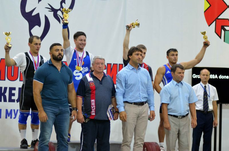 Maxim Agapitov, second right in front, claims it is unfair to believe that Russia is the only country with a doping programme or that weightlifting is sport's worst culprit ©RWF