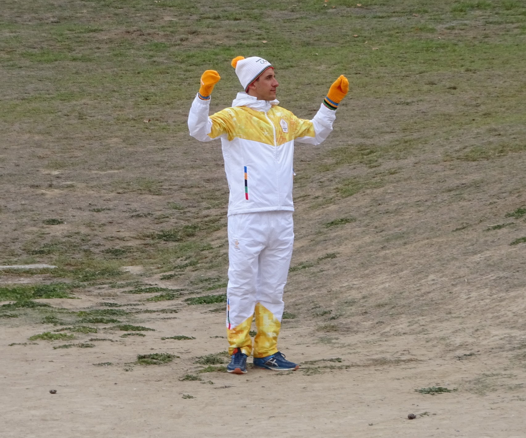 Apostolos Angelis wearing the Torchbearer's tracksuit ©ITG