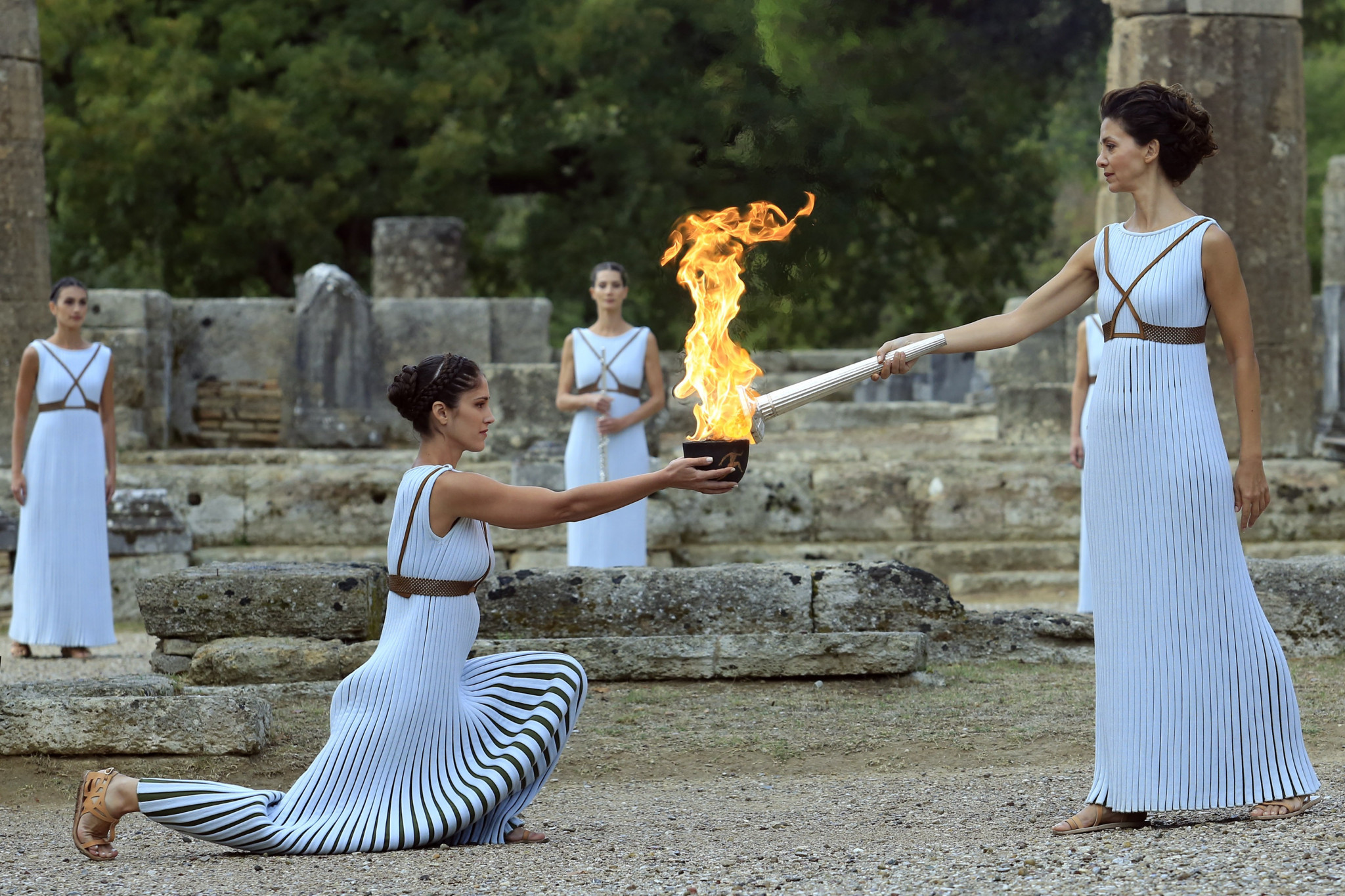 The high priestess passes the flame at the Temple of Hera ©Getty Images