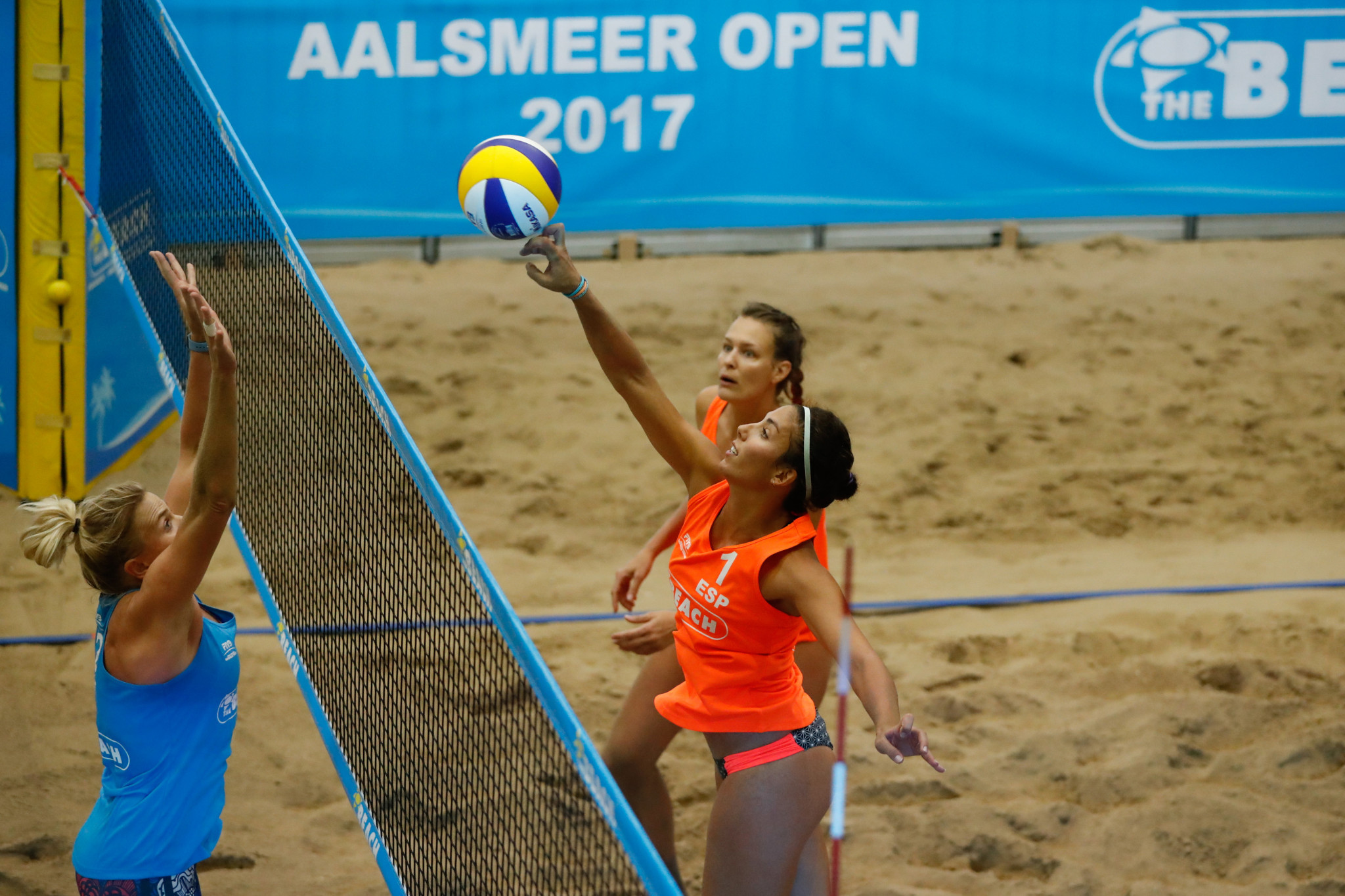 Spain's Paula Soria Gutierrez and Amaranta Fernandez Navarro have safely made it through to the second round ©FIVB