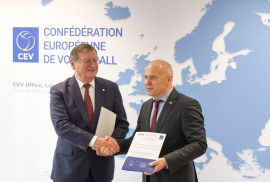 EUSA President Adam Roczek, right, was joined by CEV counterpart Aleksandar Boricic, left, at the signing ceremony ©EUSA