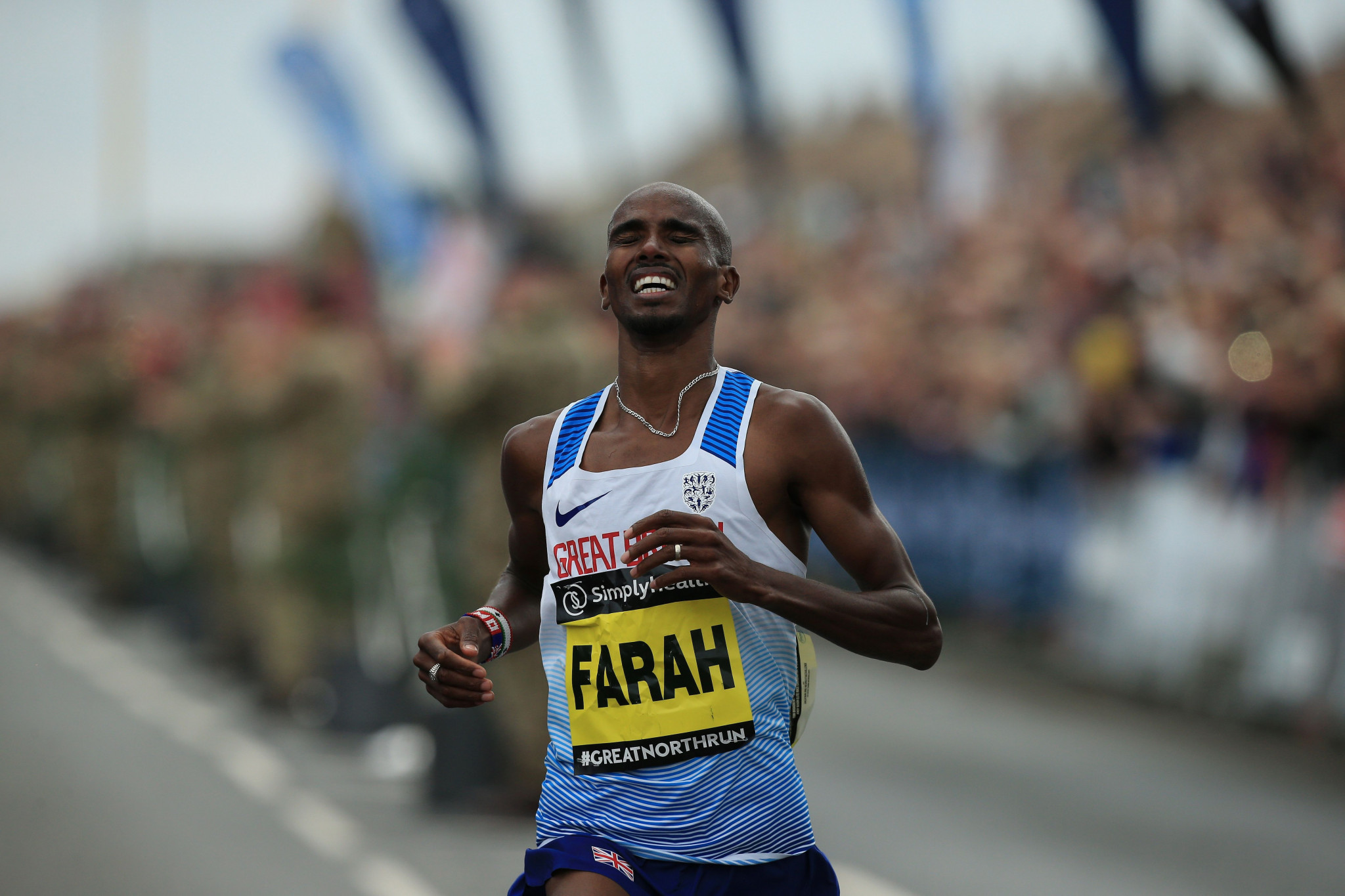 Farah denies split from Salazar connected to doping allegations