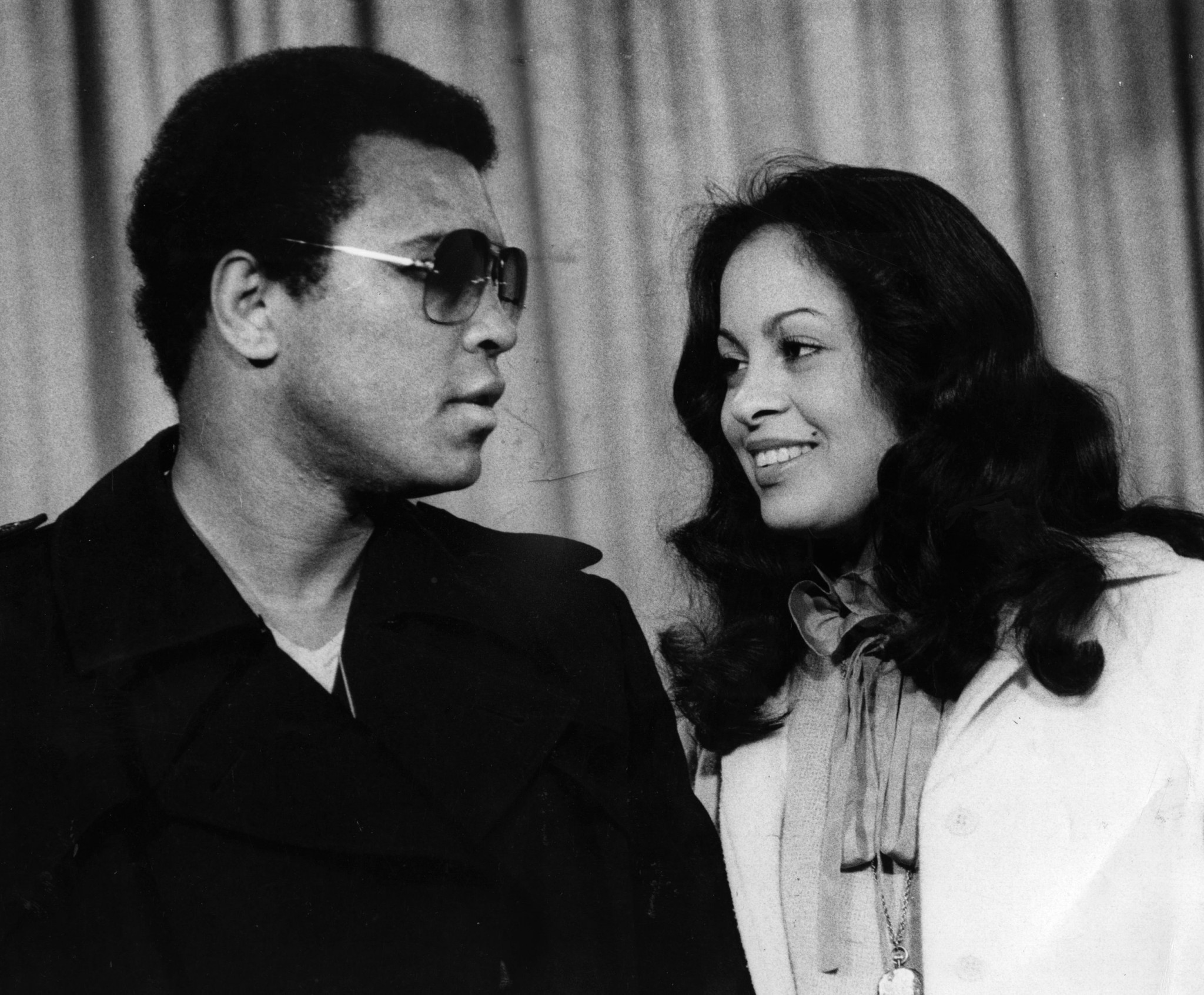 Muhammad Ali with his wife Veronica at Heathrow Airport ©Getty Images