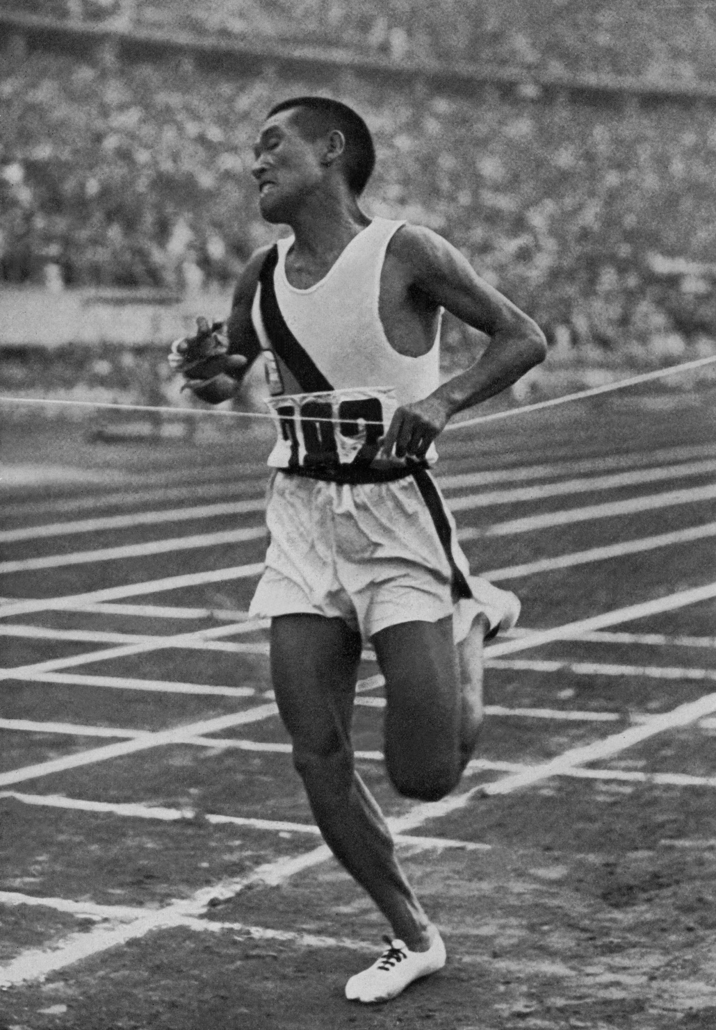 Korean champion Kitei Son, running in the colours of the Japanese Empire, crosses victoriously the finish line of the Berlin Olympic marathon in August 1936 ©Getty Images