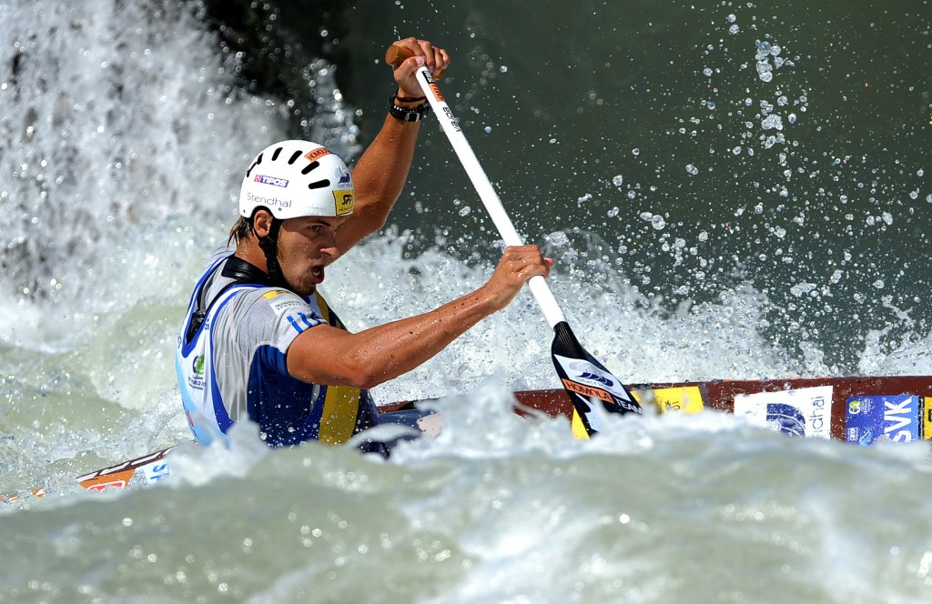 Neveu excites home crowd on opening day of ICF Slalom World Cup in Pau