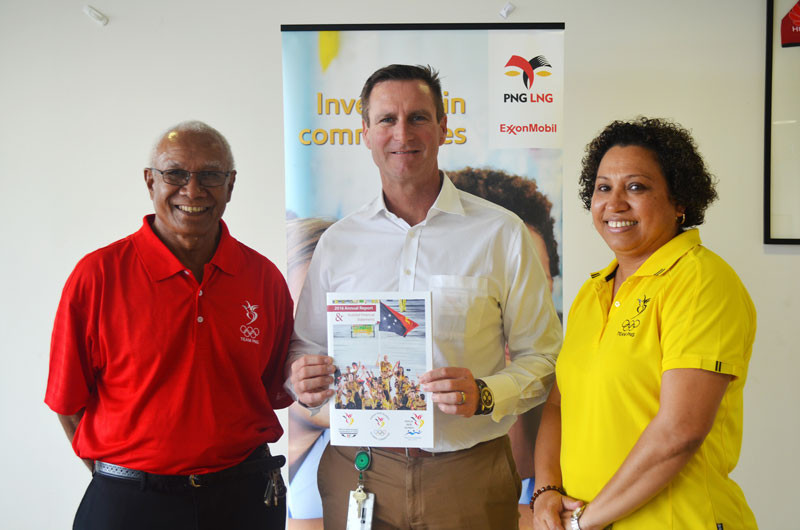 ExxonMobil PNG managing director Andrew Barry, centre, presented with a copy of the PNGOC annual report by  its President, Sir John Dawanincura and secretary general Auvita Rapilla, who acknowledged the firm's support of the OVEP ©ExxonMobil
