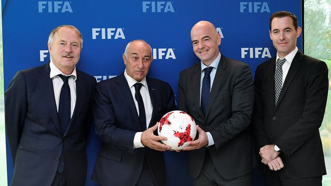 FIFPro President Philippe Piat, second from left, and Gianni Infantino, second from right, are pictured at the launch of a cooperation agreement between the two bodies ©FIFA