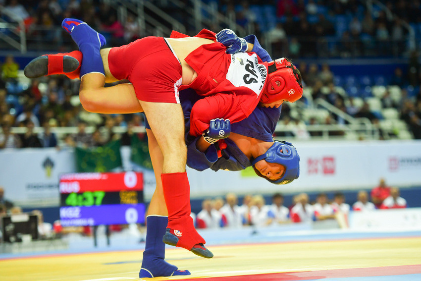 Kyrgyzstan's Beknazar Raiymku prevented hosts Russia from winning all seven finals in which they were represented on day one of the 2017 World Sambo Championships in Sochi after beating Bayzet Khotkhokhu to the combat men's 74 kilograms title ©FIAS