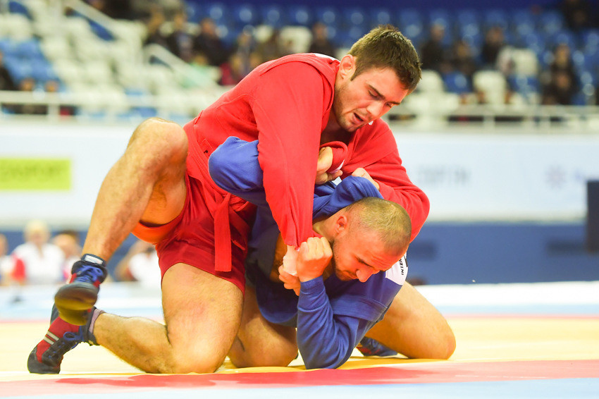 Sergey Ryabov was one of Russia's six gold medallists thanks to victory over Uzbekistan's Nemat Yokubov in the men's 90kg final ©FIAS