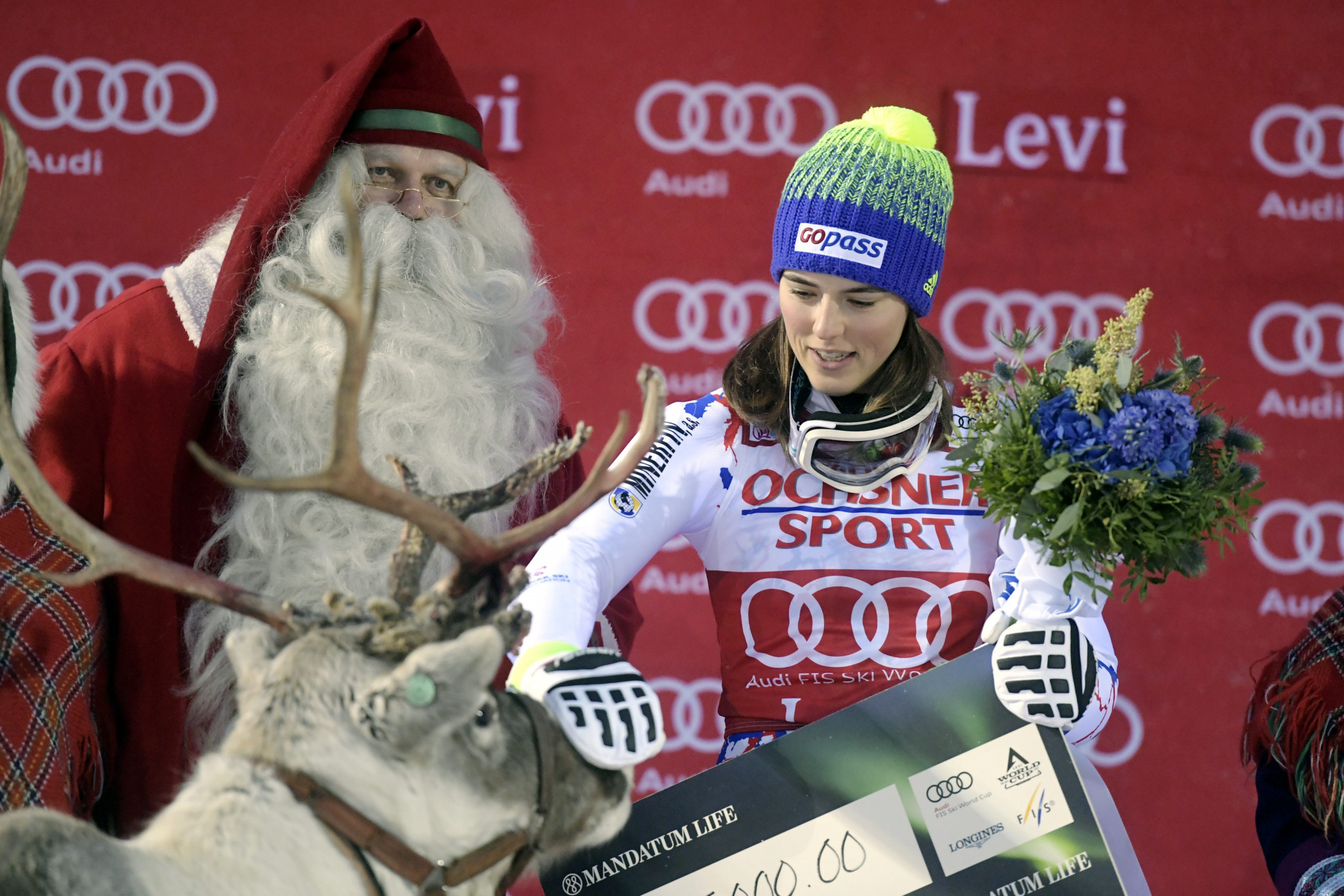 Vlhova edges Shiffrin in World Cup slalom opener