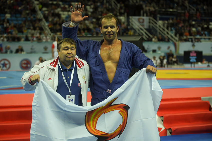 Russia's Alsim Chernoskulov became a five-time world champion with victory over Georgia's Davit Loriashvili in the men's 100kg final ©FIAS
