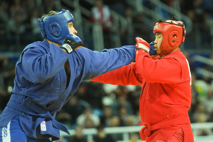 Compatriot Denis Goltsov retained his combat men's over 100kg title by defeating South Korea's Lee Sangsoo ©FIAS