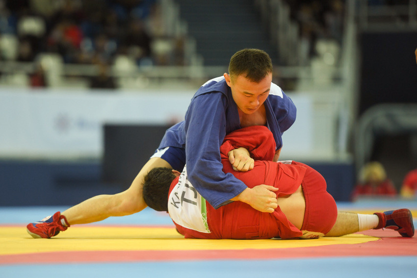 Four more gold medals for hosts Russia on day two of 2017 World Sambo Championships