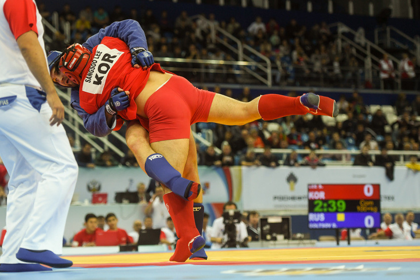 Russia's Denis Goltsov retained his combat men's over 100kg title by defeating South Korea's Lee Sangsoo ©FIAS