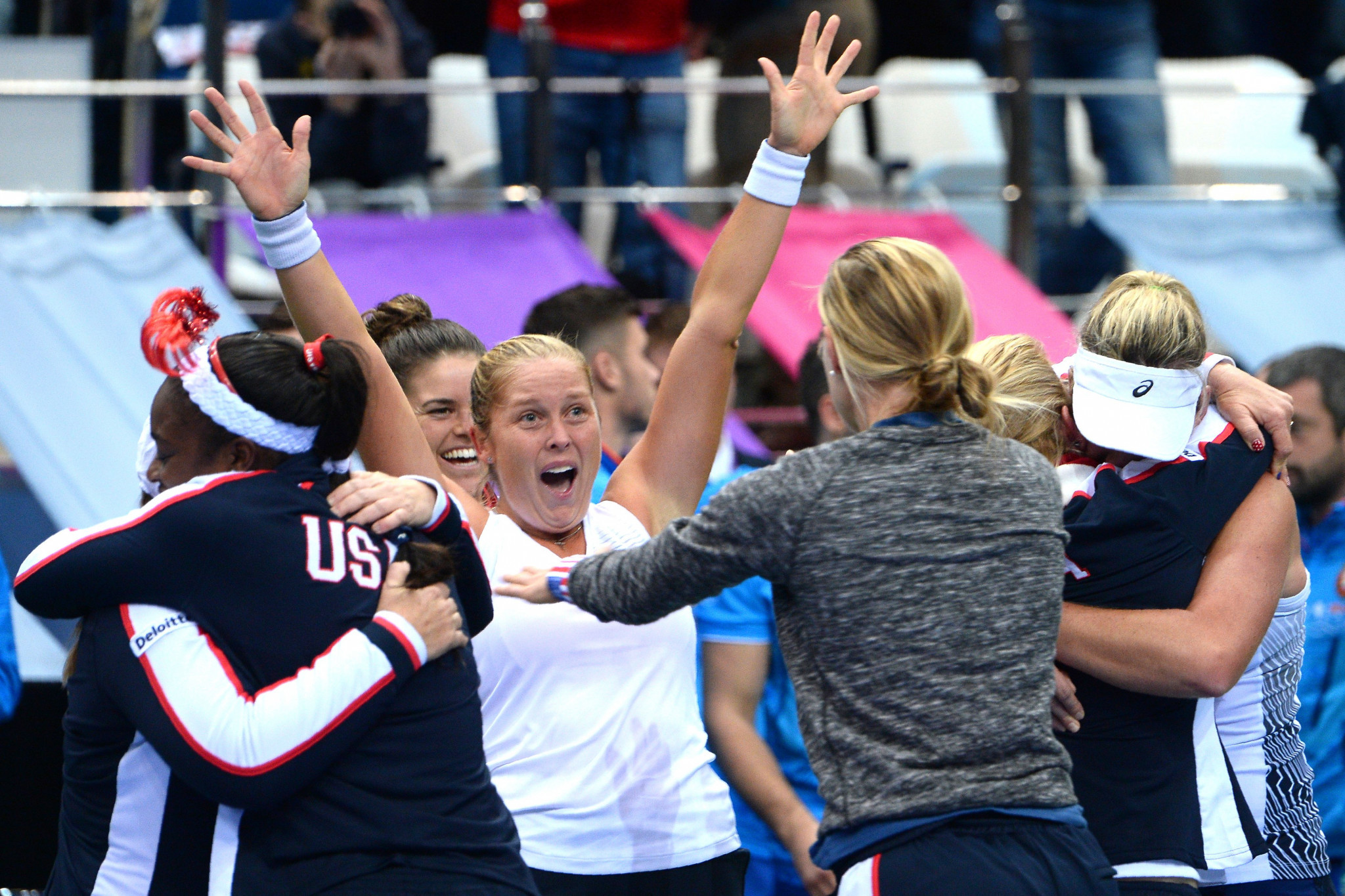 United States hold nerve in doubles finale to claim first Fed Cup win for 17 years