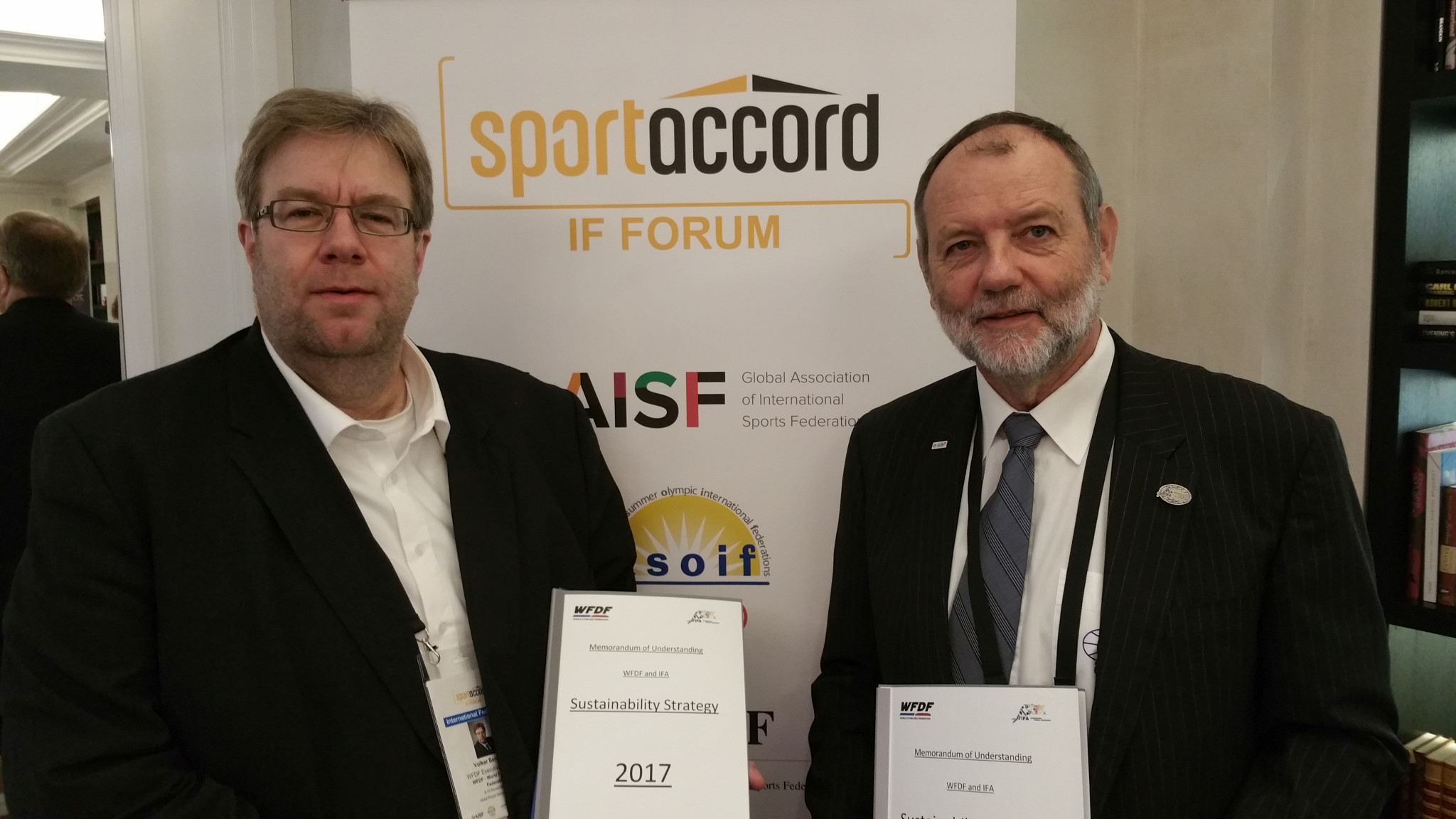 The MoU was signed between WFDF executive director Volker Bernardi, left, and IFA President Karl Weiss ©IFA/WFDF
