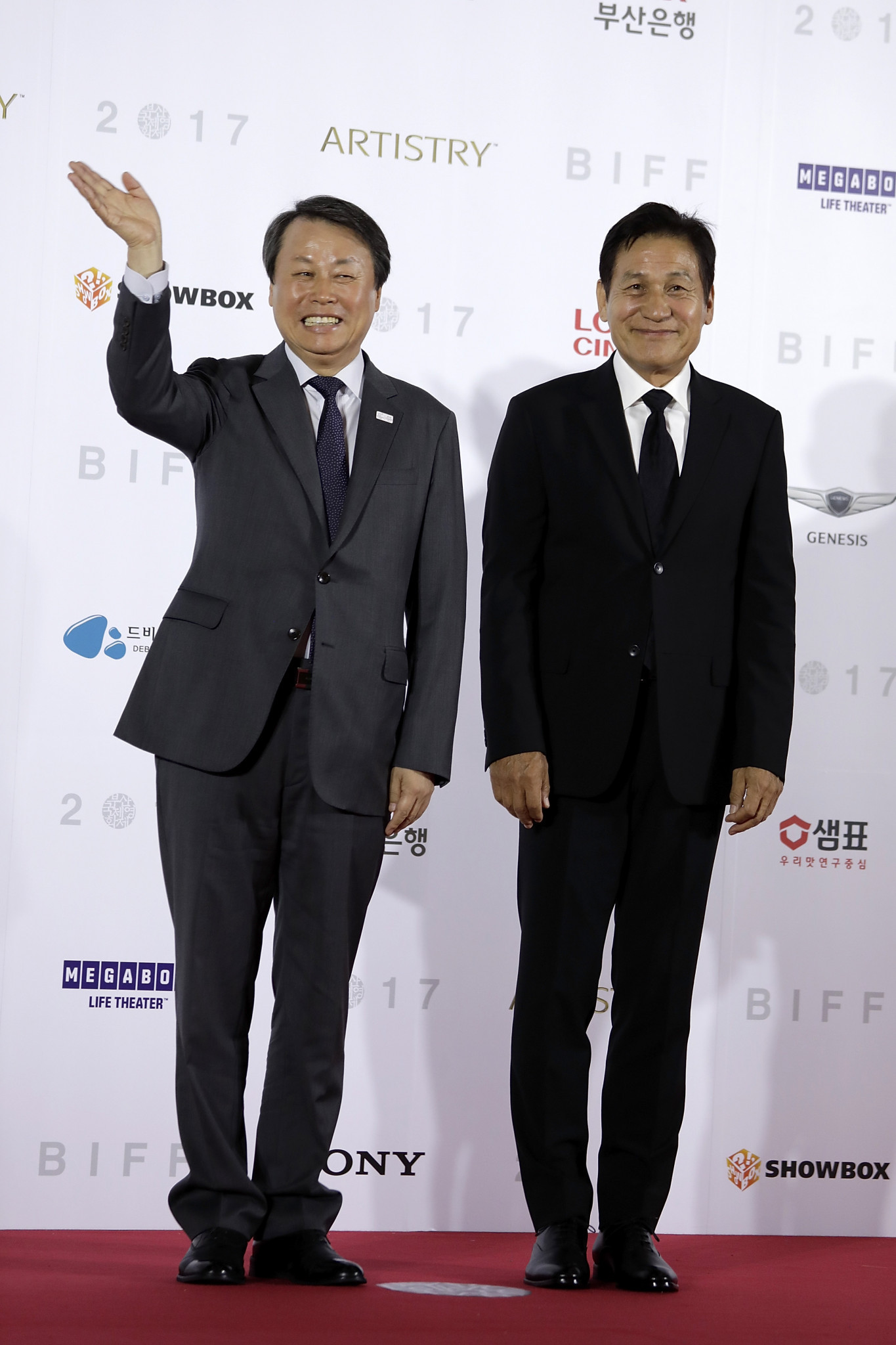 South Korea's Sports Minister Do Jong-hwan, right, says the Government are hopeful North Korean athletes will compete at Pyeongchang 2018 ©Getty Images