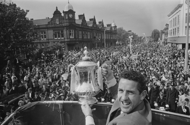 Dave Mackay, back at the top of the game despite suffering two separate breaks to his left leg, displays the FA Cup to Tottenham's fans after the 2-1 victory over Chelsea in 1967 ©Getty Images