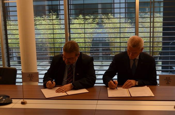 The IPF and FISU have signed a Memorandum of Understanding, enabling greater promotion of powerlifting among university students  ©IPF