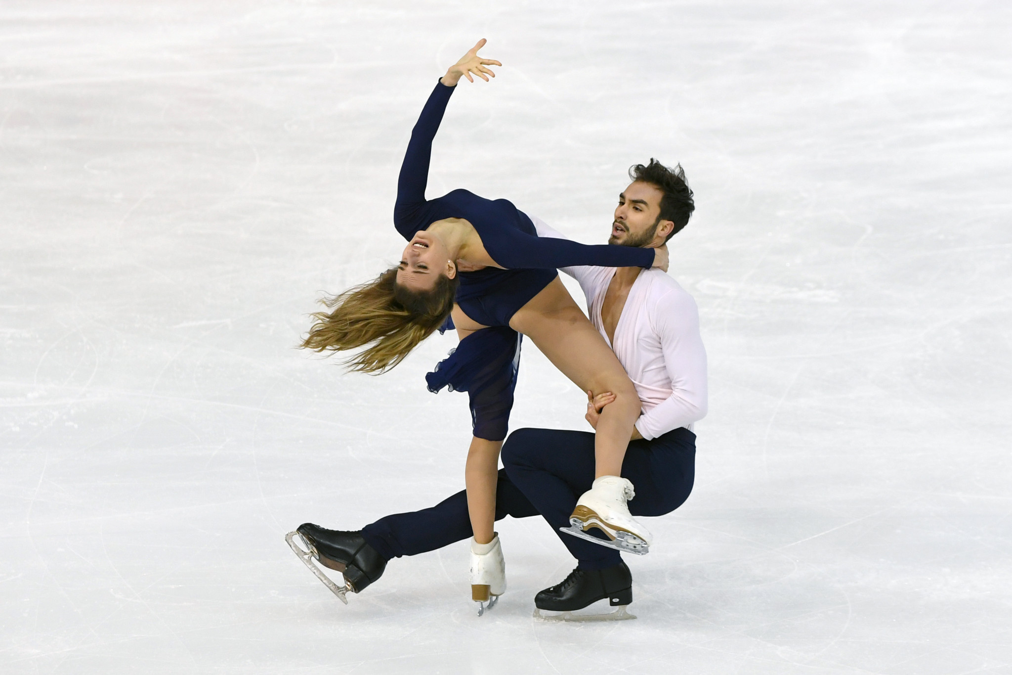 France's Gabriella Papadakis and Guillaume Cizeron won the ice dance title on home territory ©Getty Images