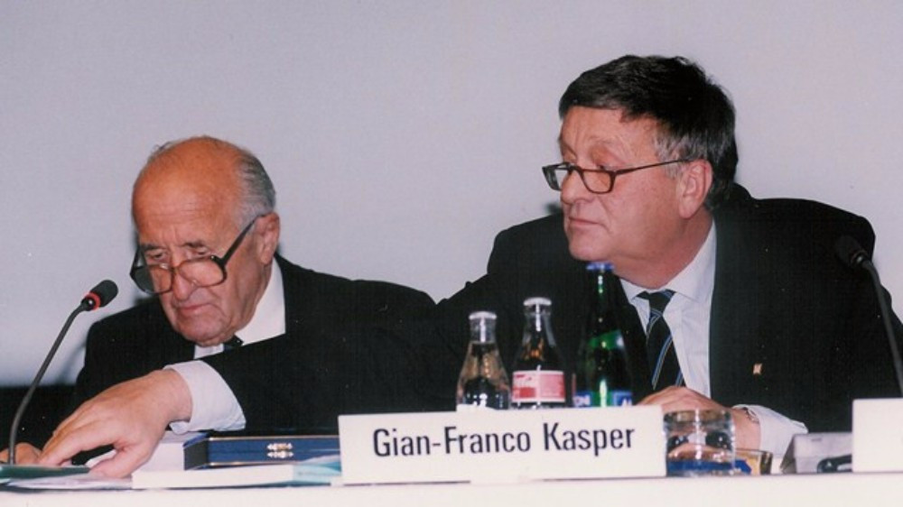 Gian Franco Kasper, right, succeeded Marc Hodler back in 1998 ©FIS