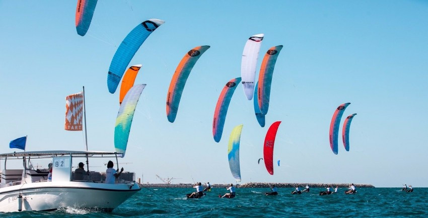 Bridge brothers untroubled by Oman water as Formula Kite World Championships begin