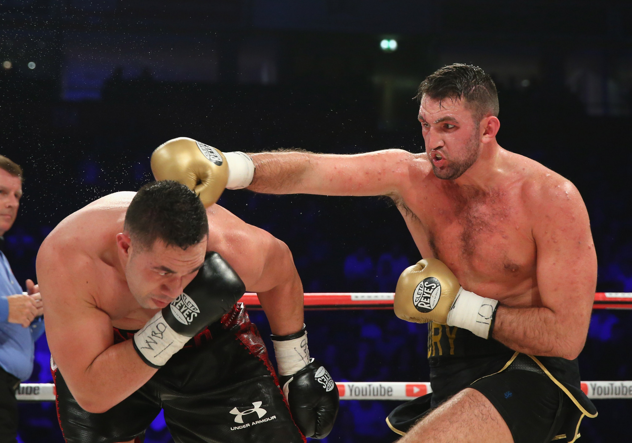 Hughie Fury lands a right shot on Joseph Parker during the WBO World Heavyweight Title fight at Manchester Arena on September 23, 2017 ©Getty Images