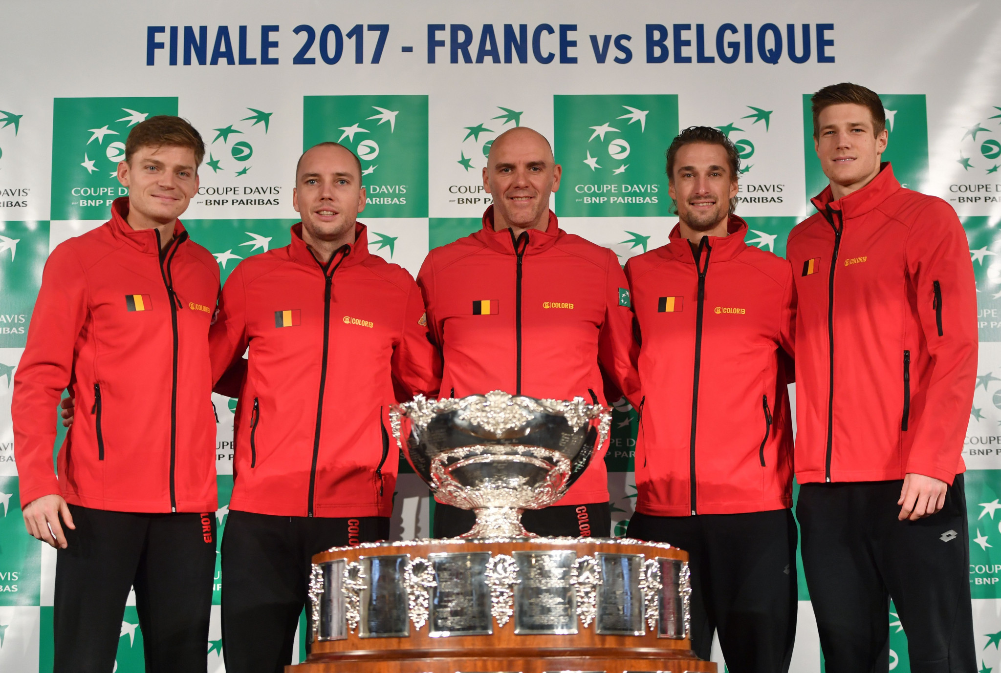 Belgium's captain Johan Van Herck (C) poses with his players (LtoR) David Goffin, Steve Darcis, Ruben Bemelmans and Arthur de Greef with the trophy during the team presentation in Villeneuve-d'Ascq on November 23, 2017, ahead of the Davis Cup World Group final between France and Belgium ©Getty Images