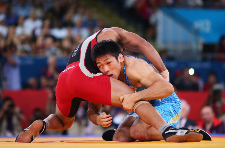 All freestyle holds can involve the legs in order to ultimately pin the opponent's shoulders to the mat