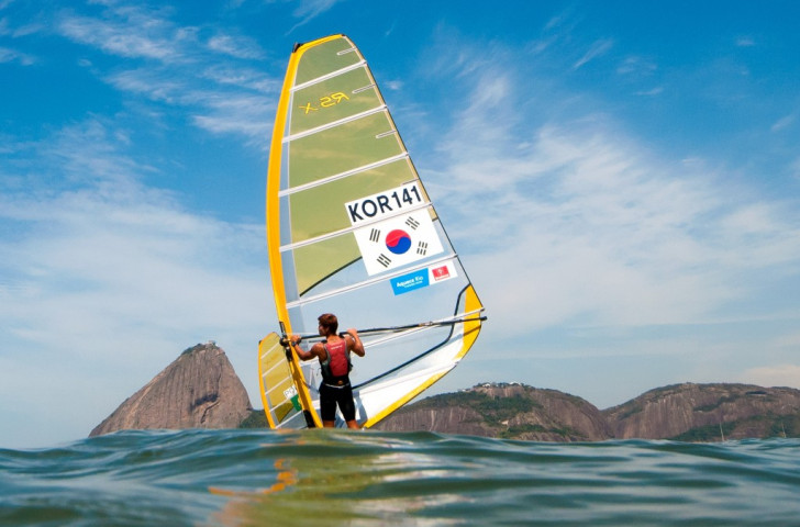 Fears over Rio 2016 pollution deepen after windsurfer taken to hospital during test event