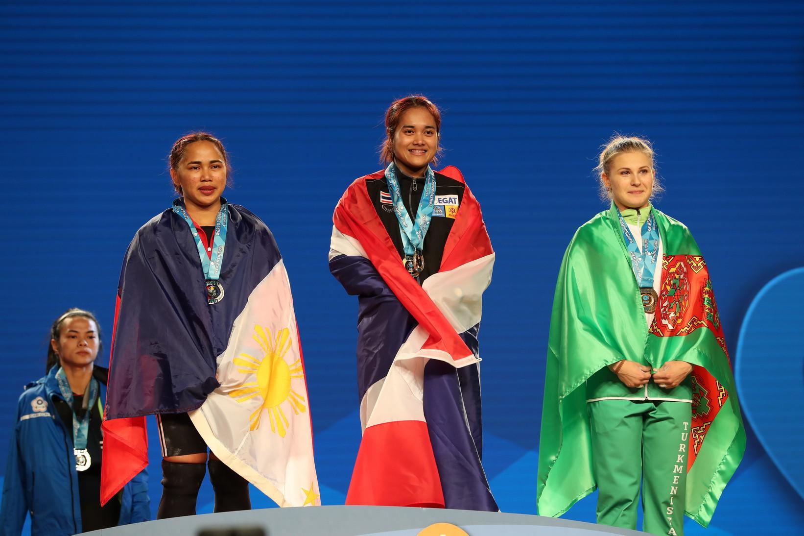 Tanasan tops women's 53kg podium at 2017 IWF World Championships as defending champion suffers injury