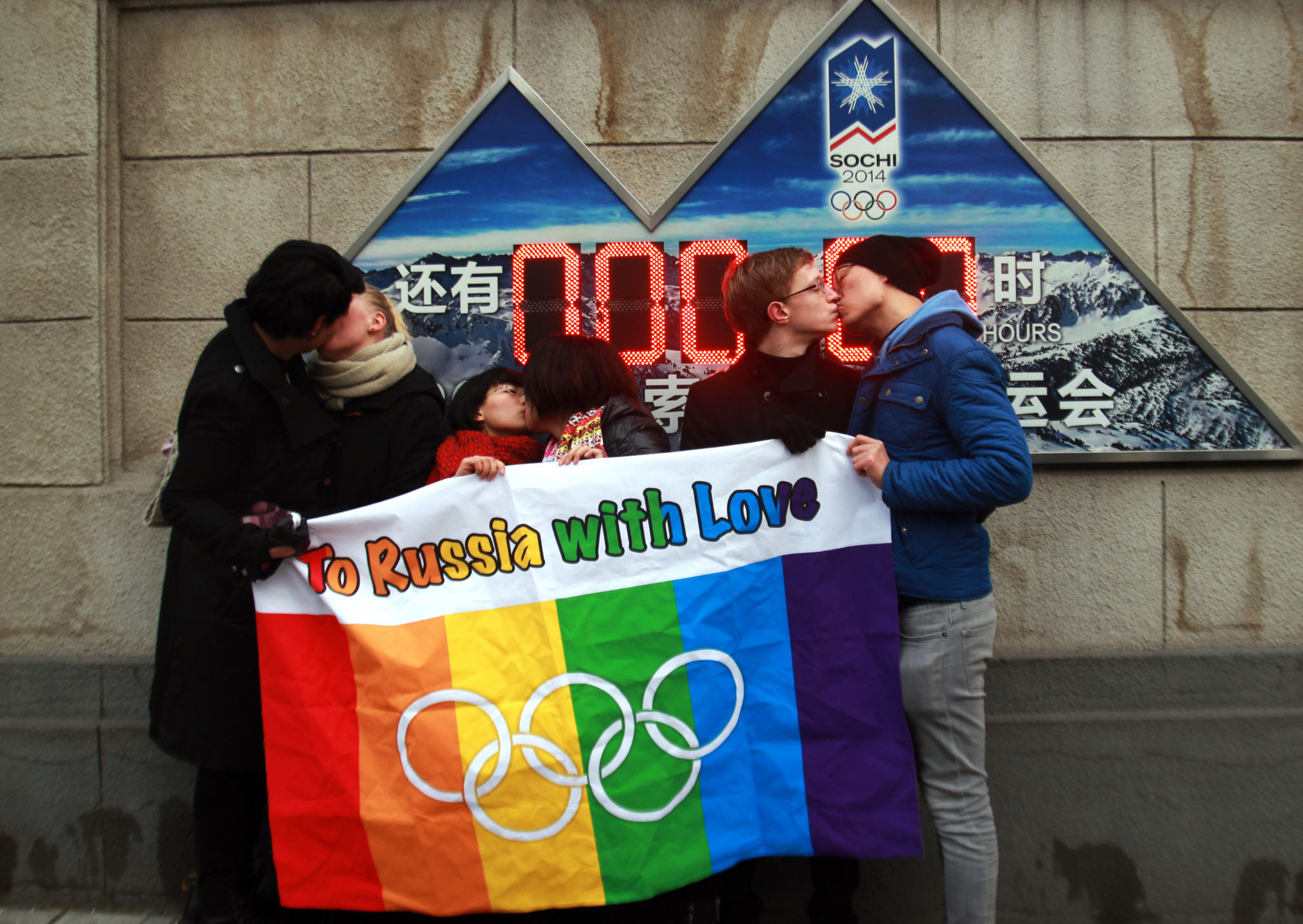Pro-gay rights protesters demonstrate during Sochi 2014 ©Getty Images