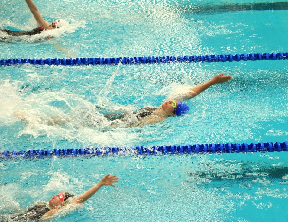 Lucy stuns defending champion to take gold medal at Inas Swimming World Championships