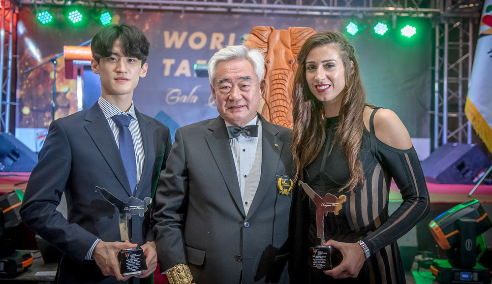 Lee Dae-hoon, left, and Bianca Walken, right, were awarded the Athlete of the Year prizes ©World Taekwondo