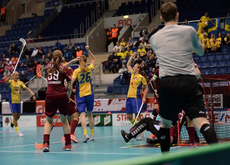 Holders Sweden clinch mammoth quarter-final win at Women's World Floorball Championships