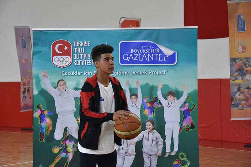 Turkish Olympic Committee opens sports school for Syrian refugees