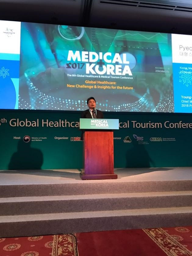 Pyeongchang 2018 chief medical officer Lee Young-he outlined health care plans for the Winter Olympic and Paralympic Games during Medical Korea 2017 ©Medical Korea