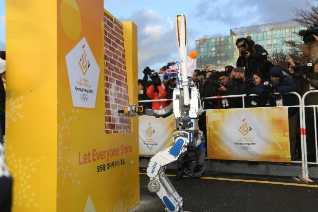 Hubo seized his moment to shine when he took the Torch ©Pyeongchang2018