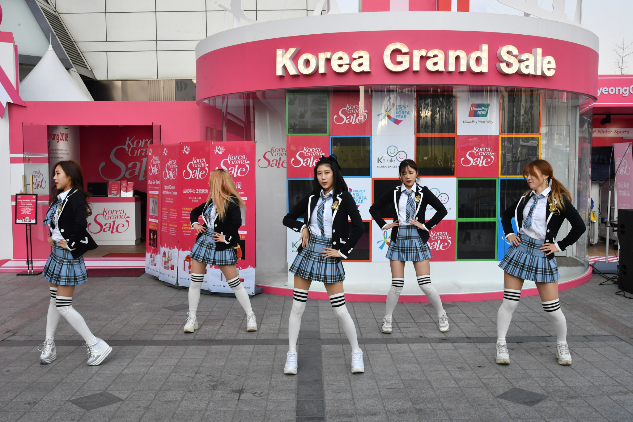 The Korea Grand Sale, designed to encourage foreigners to visit South Korea during Pyeongchang 2018,will included themed events on different aspects of life in South Korea, including K-pop ©Visit Korea Committee