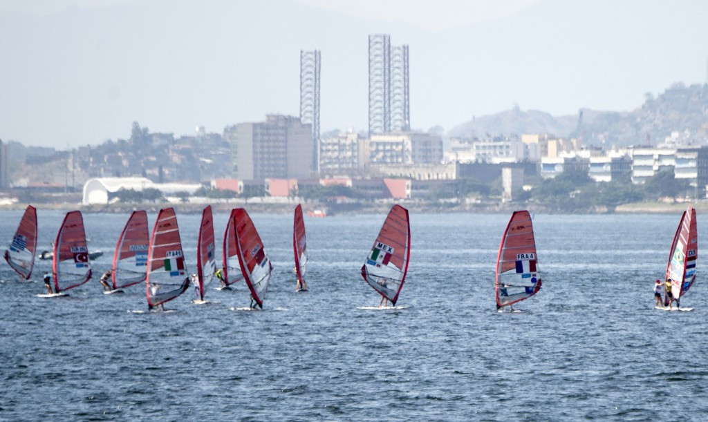 Pollution concerns dominate again during Rio 2016 sailing test event on Guanabara Bay