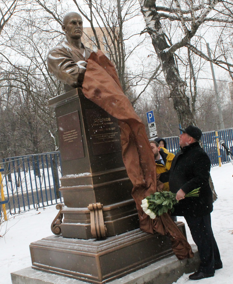 Monument to sambo founder Oshchepkov unveiled in Moscow