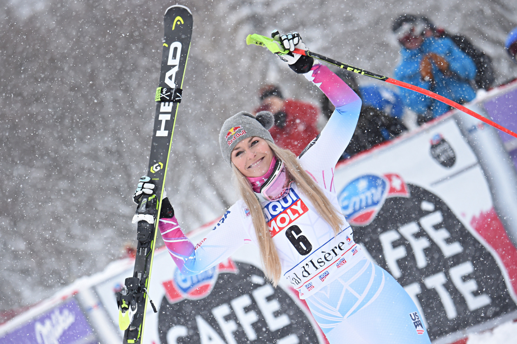 Vonn claims first win in FIS Alpine Skiing World Cup for almost a year