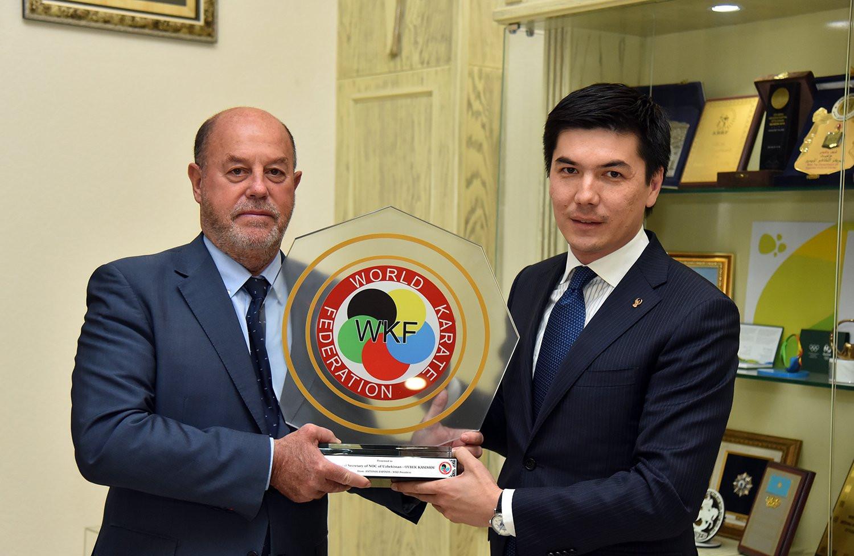 Antonio Espinós, left, met with Uzbekistan Olympic Committee general secretary Oybek Kasimov ©Getty Images