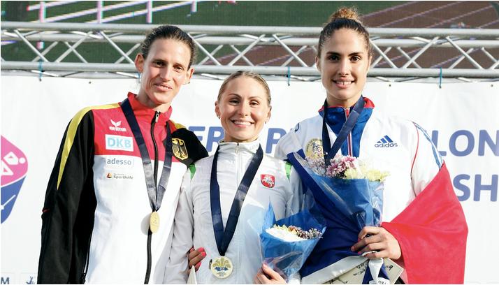 Lithuania's Laura Asadauskaite (centre) celebrates her gold medal-winning performance ©UIPM