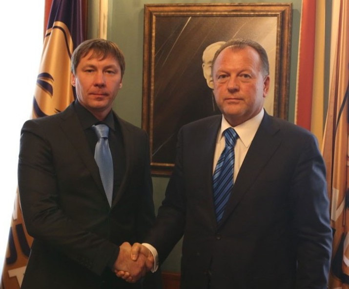 IJF President Marius Vizer, right, signed the deal in Budapest ©IJF