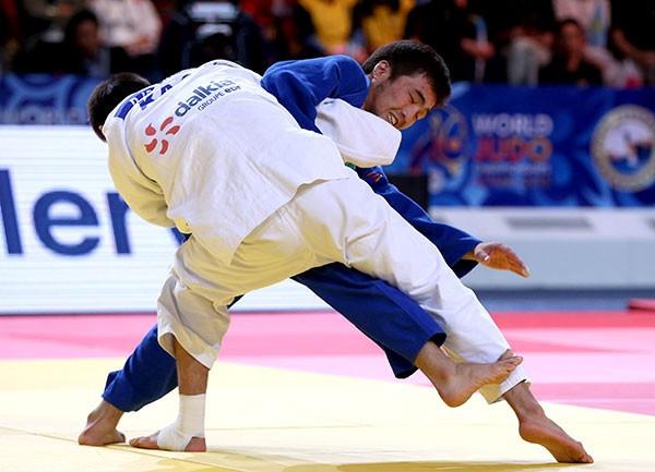 All-Kazakh final gives hosts perfect start to 2015 World Judo Championships