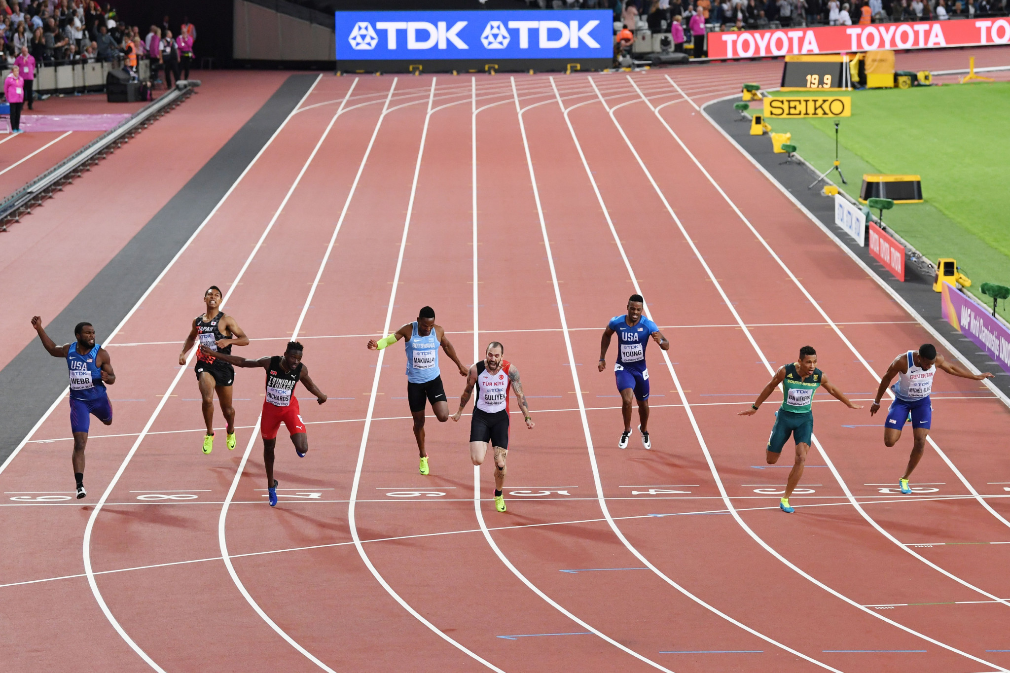 Wayde Van Niekerk, second right, fails in his attempt to win the 400/200m double at this year's IAAF World Championships as he is beaten to the line by Ramil Guliyev of Turkey ©Getty Images