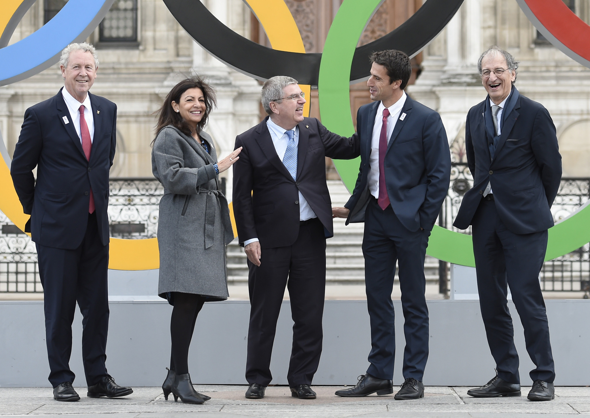 Tony Estanguet, second right, pictured with officials include IOC President Thomas Bach, centre, and Paris Mayor Anne Hidalgo, second left ©Getty Images