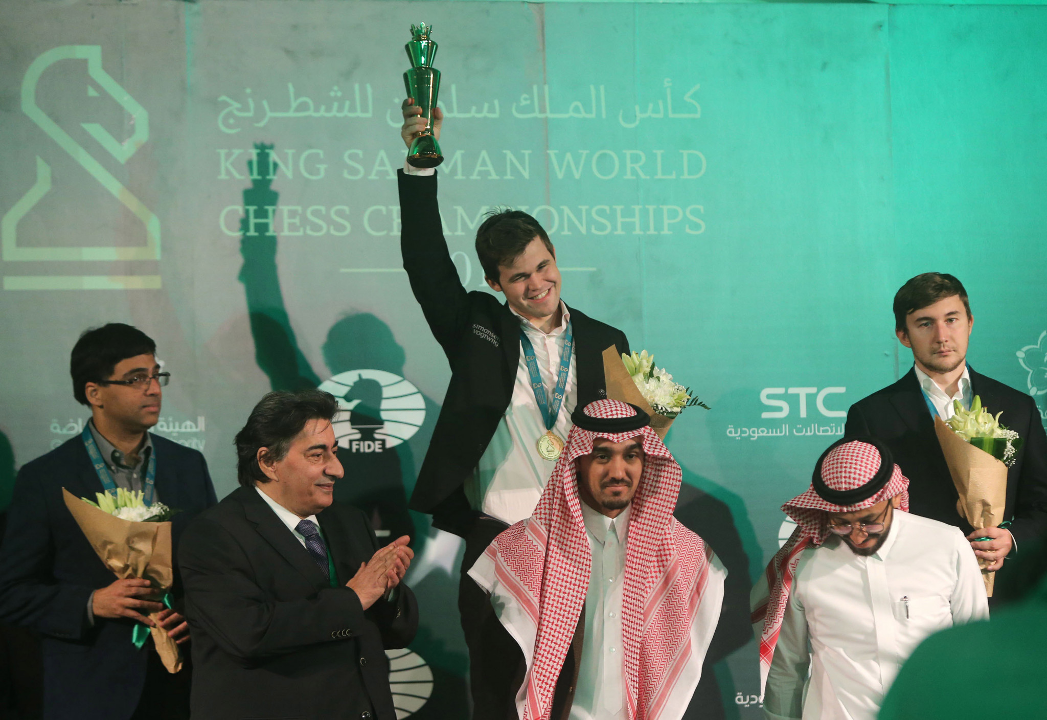 Magnus Carlsen, centre, won the men's event at The King Salman World Blitz Chess Championship ©Getty Images