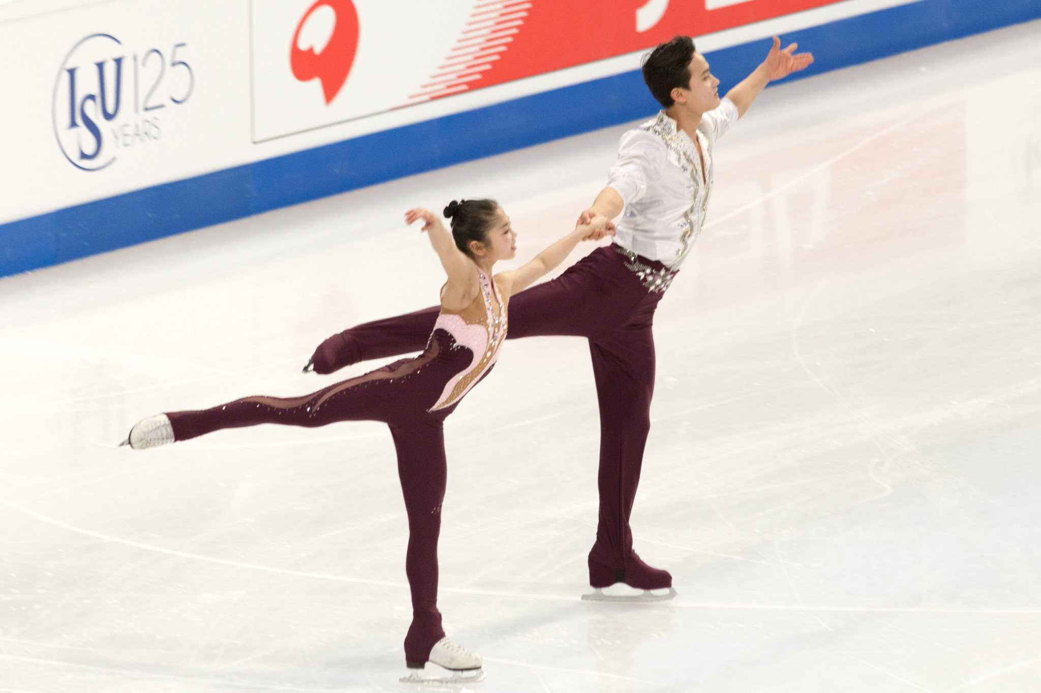 Pairs skaters Ryom Tae-Ok and Kim Ju-Sik are the only North Korean athletes to have qualified automatically for Pyeongchang 2018 but missed a deadline last month to confirm their entry ©YouTube